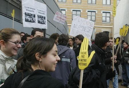 2004 12 03 MANIF CONTRE GOLLNISCH.jpg